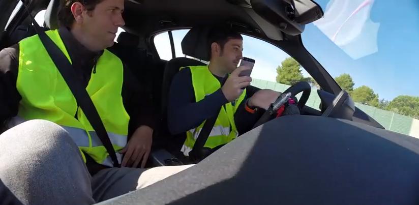 Stopchatear, una acción de seguridad vial para no usar el móvil al volante