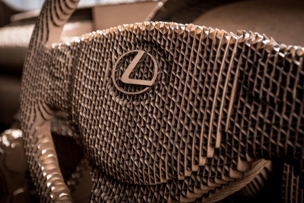 Coche de cartón Lexus